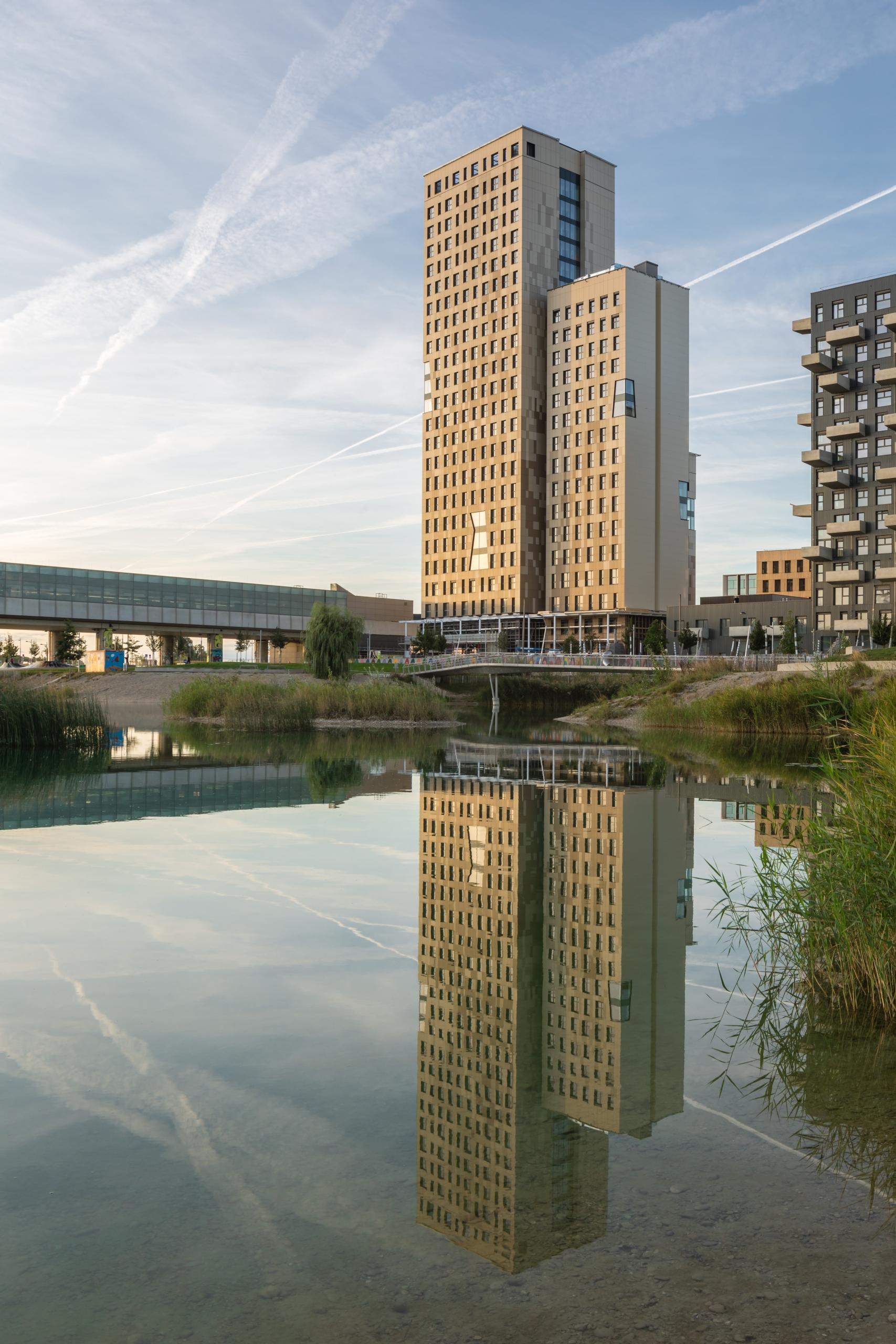 HoHo Wien_Update_8_Spiegelung Wasser_Sept 2019_(c) cetus Baudevelopment u kito at