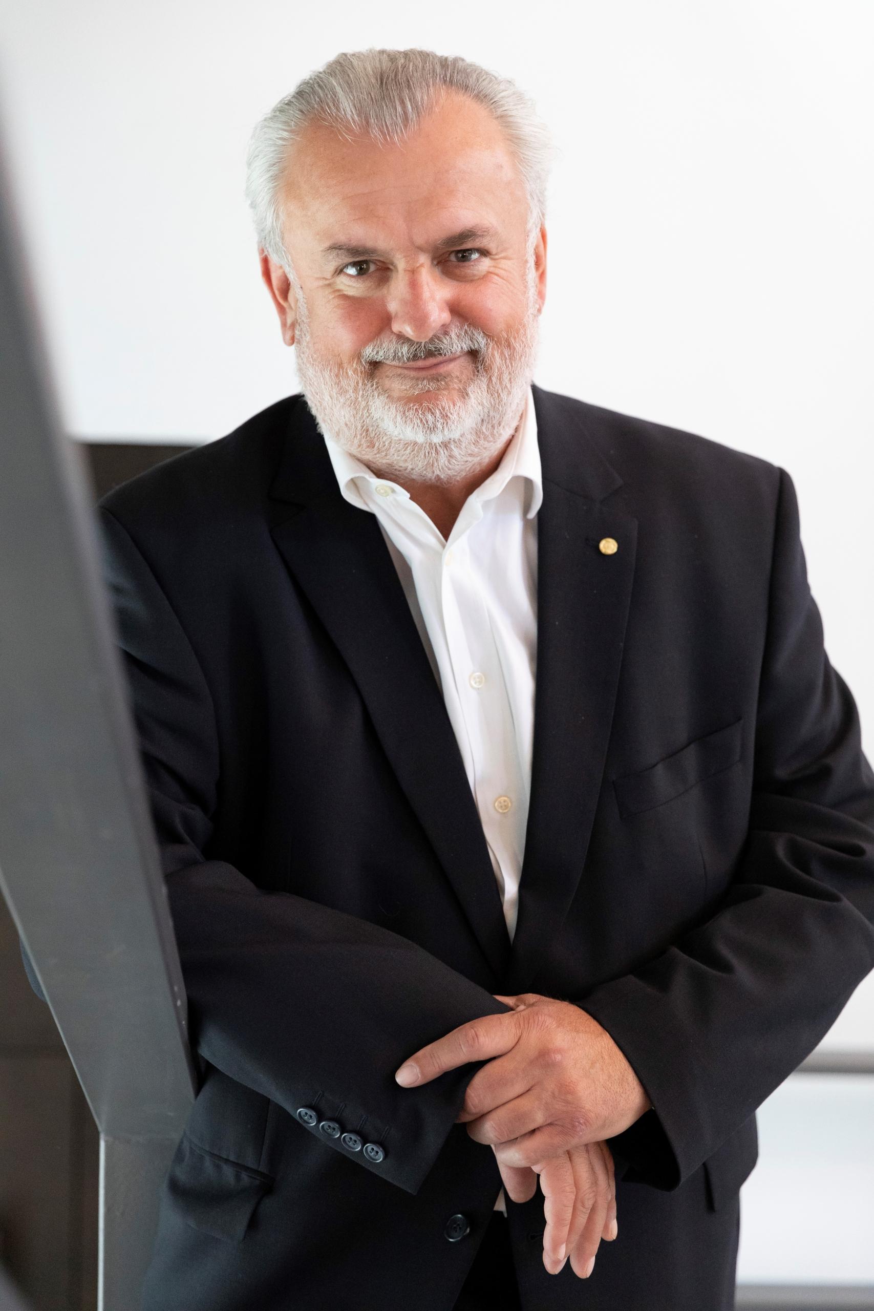 Peter Engert